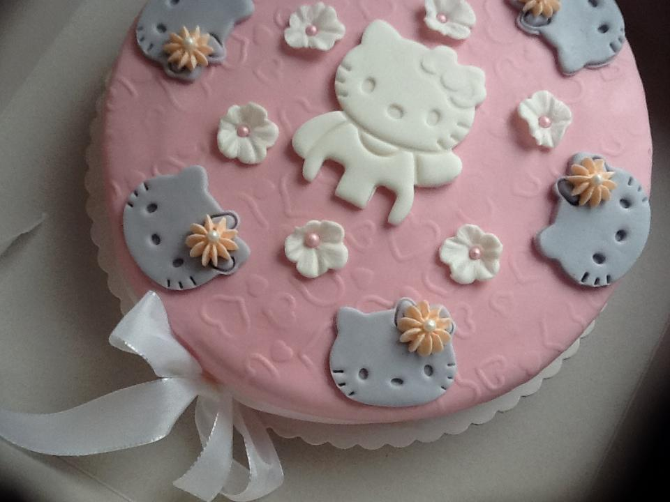 hello-kitty-taart